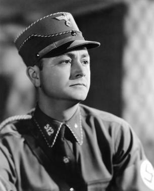 Robert Young as Fritz